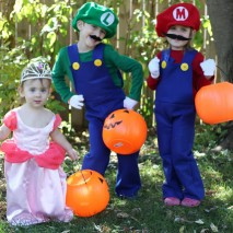 How to Make Mario and Luigi Costumes {Tutorial}