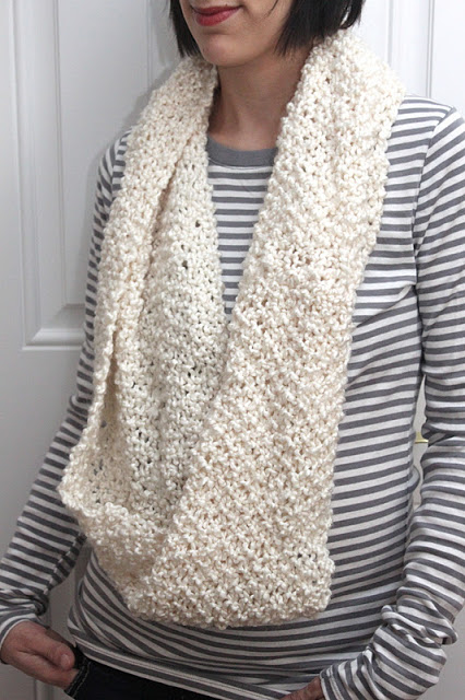 The Runaround Knit Cowl-FREE PATTERN - Smashed Peas & Carrots