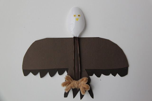 TUTORIAL: Bald Eagle Spoon Craft - Smashed Peas & Carrots