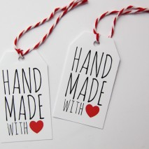 TUTORIAL: How to Make Holiday Gift Tags with Avery Labels {with FREE Printable!}