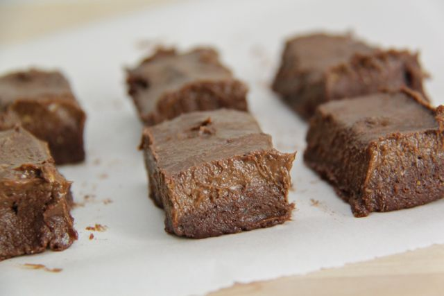 Easy Raw Brownies. Paleo and Gluten Free // Smashed Peas and Carrots