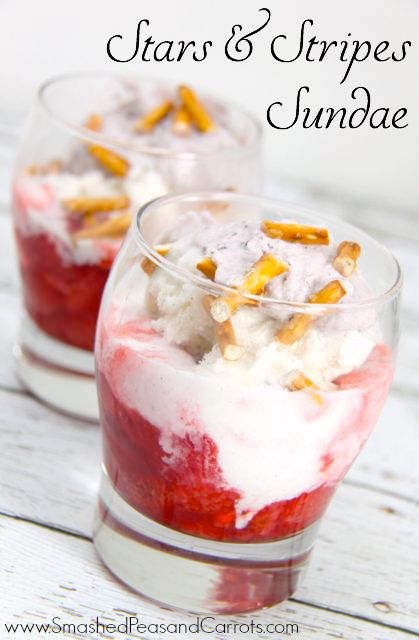 Easy and yummy Stars & Stripes Sundae. Perfect for hot summer nights! // SmashedPeasandCarrots.com