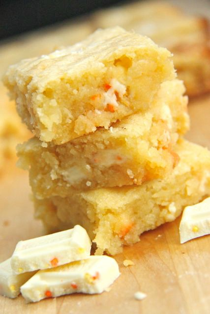 White Chocolate Candy Corn Blondies Recipe // SmashedPeasandCarrots.com
