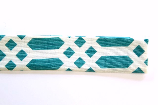 Quick and Easy DIY Yoga Mat Sling // SmashedPeasandCarrots.com