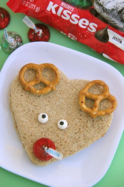 The cutest Reindeer Sandwiches // SmashedPeasandCarrots.com