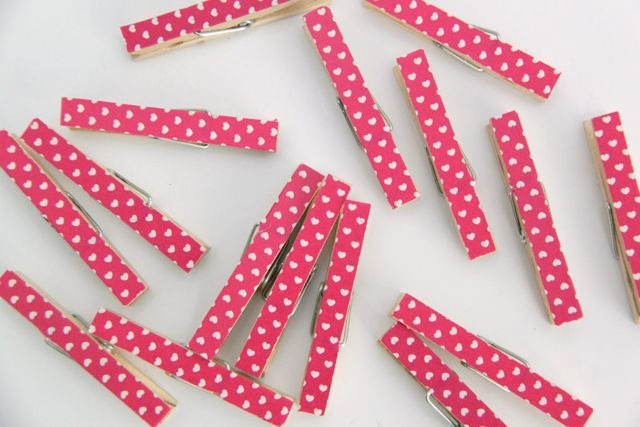 Washi Tape and Wooden Bead Clothespin Photo Wreath Tutorial // SmashedPeasandCarrots.com