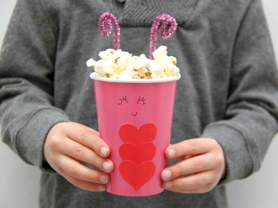 Adorable Love Bug Treat Cups // SmashedPeasandCarrots.com