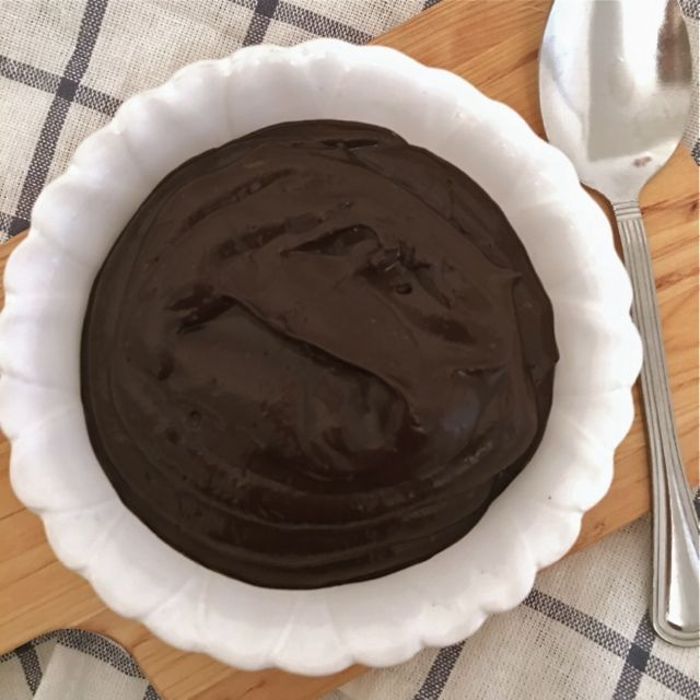 Paleo Chocolate Avocado Pudding // SmashedPeasandCarrots.com