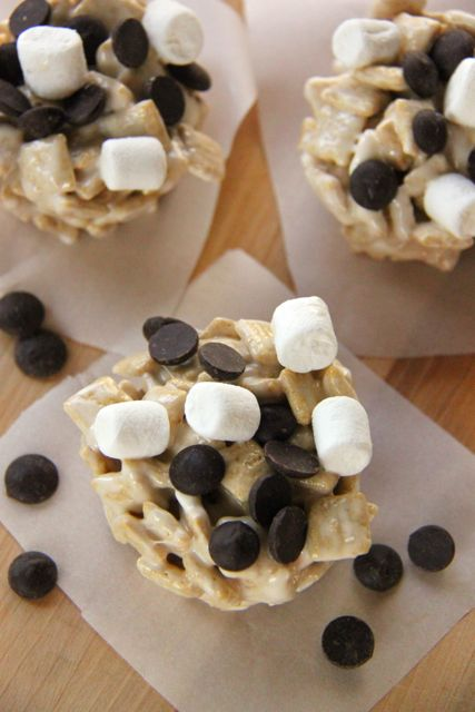 Yummy Gluten Free Dairy Free Smores Cereal Treats Recipe // SmashedPeasandCarrots.com