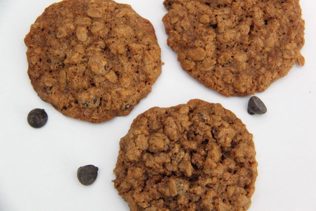 Gluten Free and Dairy Free Oatmeal Chocolate Chip Cookie Recipe // SmashedPeasandCarrots.com