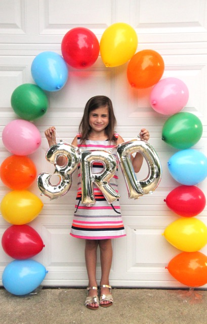http://smashedpeasandcarrots.com/wp-content/uploads/2016/08/First-Day-of-School-Balloon-Arch12.jpg
