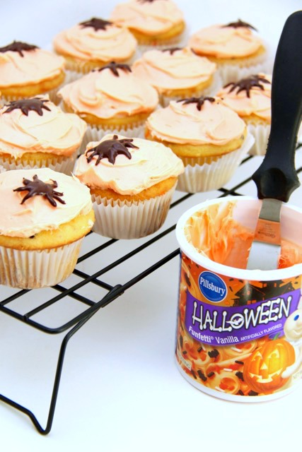 Halloween Spider Cupcakes // SmashedPeasandCarrots.com