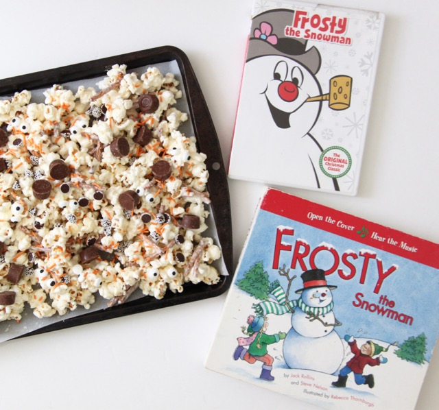 Frosty the Snowman Popcorn Mix Recipe // SmashedPeasandCarrots.com