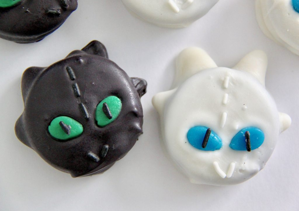 Toothless and Light Fury Dragon Cookies